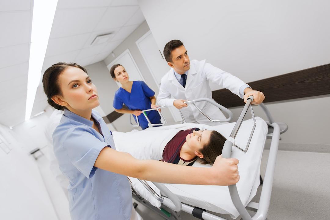 Equipe médica no pronto socorro.